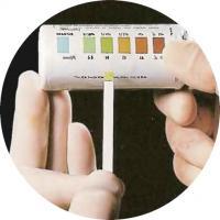 Diastix-тест измеряет уровень глюкозы в моче больного диабетом