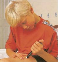 Инсулин может вводиться гиподермическим шприцем или шприцем-ручкой Novopen