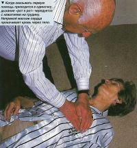 Непрямой массаж сердца прокачивает кровь через тело