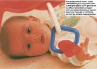 Новорожденный имеет очень слабый контроль над собственными движениями