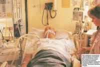 В отделении интенсивной терапии Джону немедленно дали кислородную маску